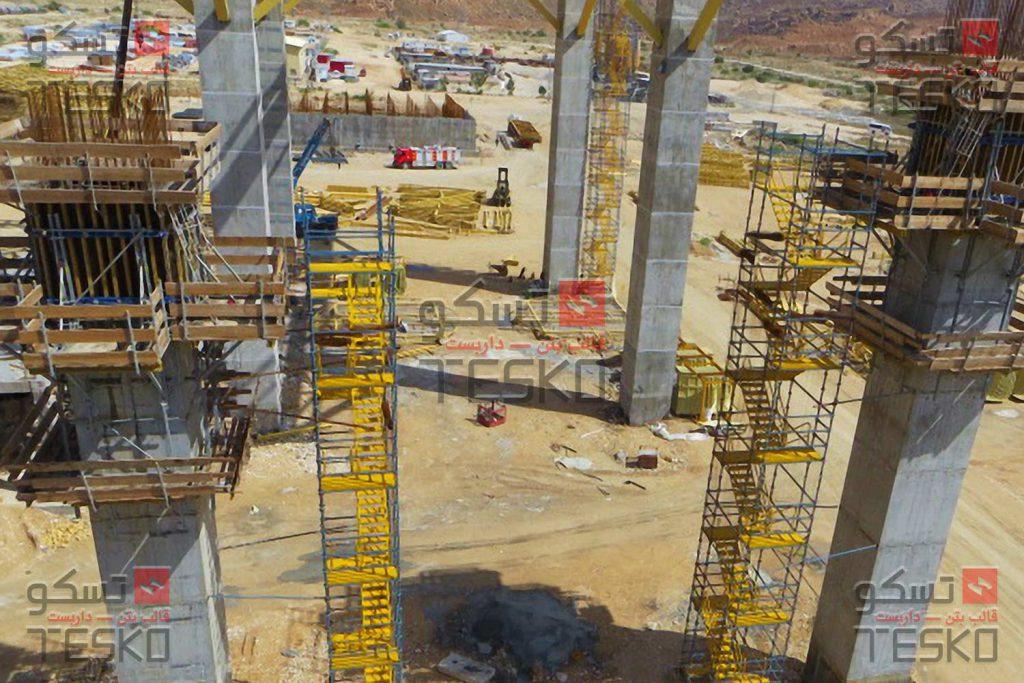 تسکو - تجهیزات قالبندی و سیستم دسترسی و سکوی کار به همراه پلکان های موقت کارگاهی نیروگاه گازی عسلویه
